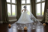 women's white wedding flare gown with veil Ontario, L4K 0H2