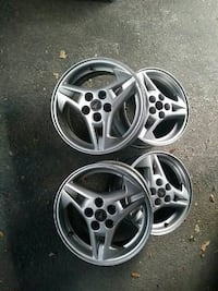 chrome Pontiac 3-spoke car wheel set