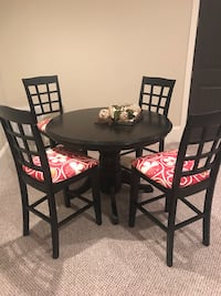 Round table and 4 chairs  Charlotte, 28278