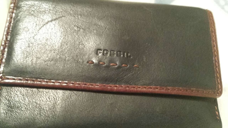 Photo Fossil leather wallet navy and brown trim