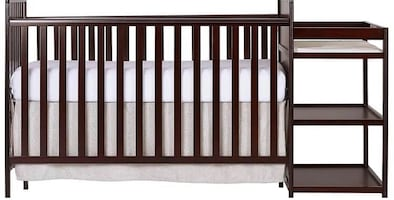 Baby crib with mattress and fitted sheet
