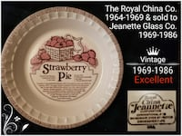 white and red Strawberry Pie printed plate Vaudreuil-Soulanges, J7T