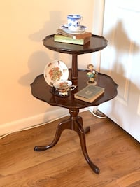 Vintage Mahogany English Style 2-Tier Pie Crust Dumbwaiter Table Baltimore, 21205