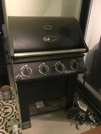 black and stainless steele Grillmate gas grill