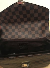 LV Purse/Bag 547 km
