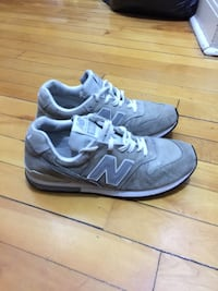 Pair of gray nike low-top sneakers Montréal, H3W 1C7