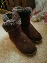 Girls boots size 2-3