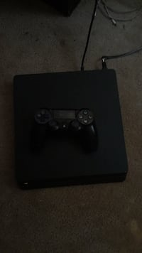 Black 1tb PS4 2 controllers in my page and has 1 game and  Clovis, 88101