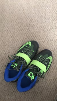 Like New CONDITION 9.5 / 10 meet up for $95 SIZE: 8 Men's  Surrey, V3W 8J5