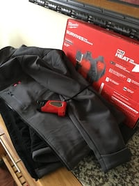Milwaukee heated jacket with two batteries and battery charger Alexandria, 22302