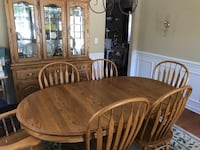 Solid oak dining room table and 6 chairs Concord, 28025