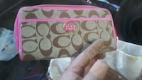 coach womens wallet in excellent condition..