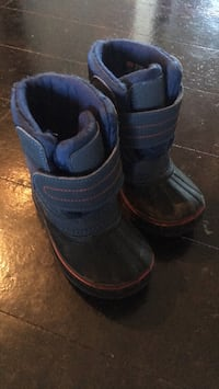 Snow shoes size 8 Calgary, T3N 0P4
