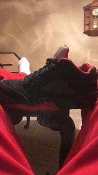 unpaired black and red Air Jordan basketball shoe Pickerington, 43147