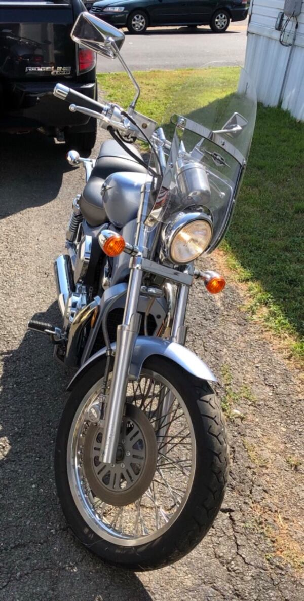 06 Suzuki Boulevard / negotiable make me an offer 25d2a687-870a-4066-9f50-a6712e2b72d6