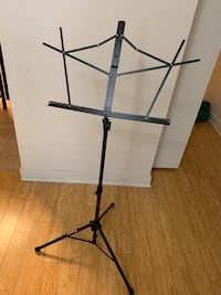 black music stand Chicago, 60647
