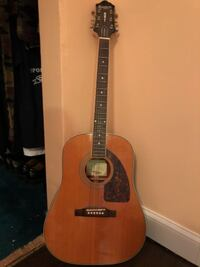 brown and black acoustic guitar ABSECON