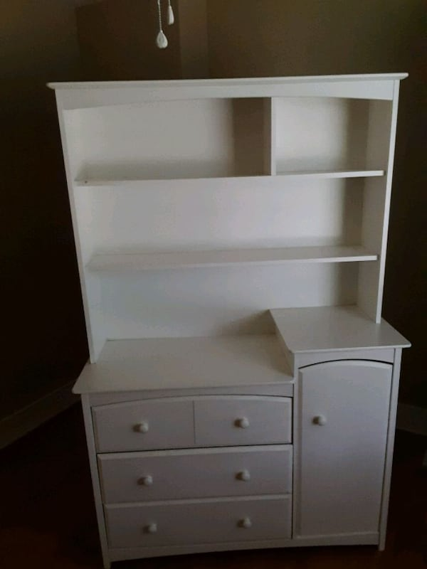 Two piece dresser set 90852493-cb4f-484c-9df2-8c24fede1bd7