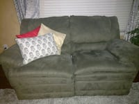 Ashley's recliner sofa in vrry good condition. Beaverton, 97006