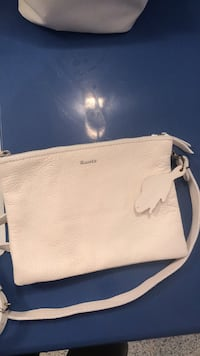 ROOTS leather bag  Waterloo, N2L 2W3