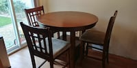 Round kitchen table with 4 chairs Saint Catharines, L2M