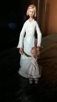 Beautiful wooden Mother and Daughter Figurine  Oshawa, L1J 1N7