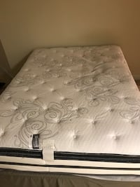 Beautyrest queen mattress with pillow top  Silver Spring, 20905