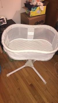 baby's white bassinet Chicago, 60638