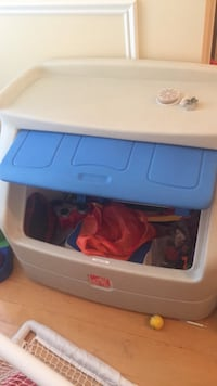 Step 2 toy  box with shelf on top. Excellent condition and not easy to find. Laval, H7Y 2C1