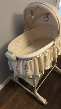 Baby's white and gray bassinet Edmonton, T5T