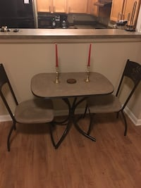 Kitchen table and chairs (like new)