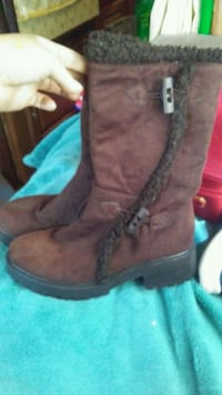 Size 8 boots Springfield