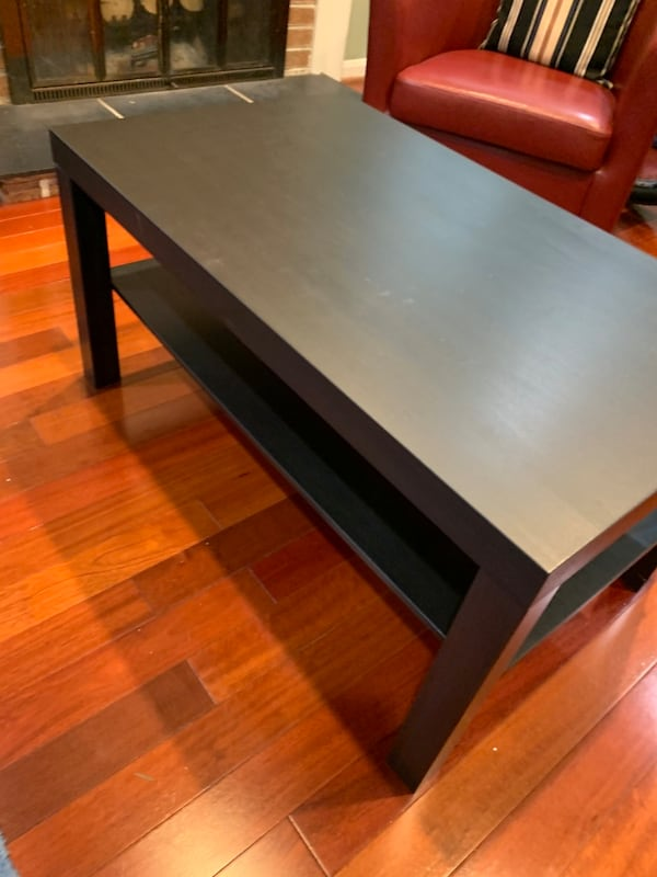 Coffee table 6585c9d2-23d8-4663-aed9-d0f071638d3c