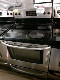 FRIGIDAIRE glass top electric stove working perfectly 4 months warrant