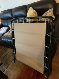 Good shape Folding bed . Very neat and clean. Just used couple of times.For pick up only Leduc, T9E 0L3