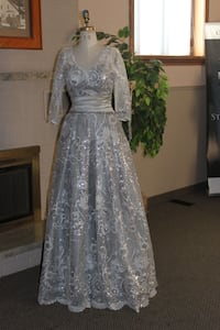 L6S2A5  Sample sale: Bridal/ Mob/ Evening wear. Size 10 null