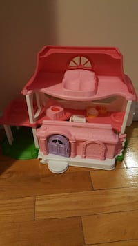 toddler's pink and white plastic doll house Barrie, L4N 8P8