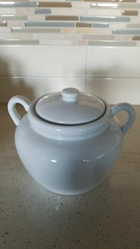 white ceramic jar with lid ( on hold ) Calgary, T2X