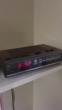 Vintage 1970's wood panel GE Clock/Radio Grimsby, L3M 5P9