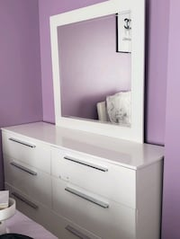 Dresser with mireor