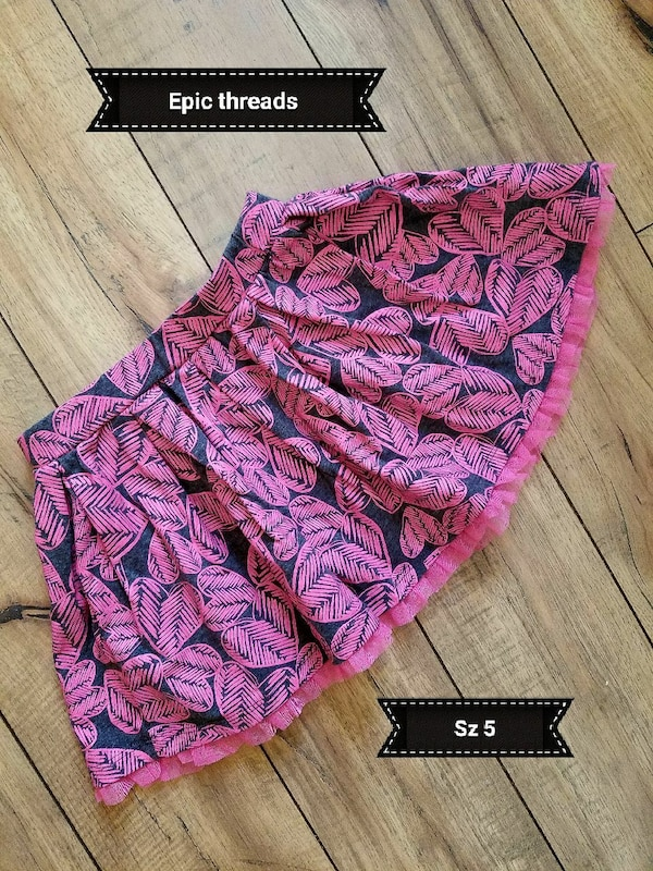 size 5 black and pink floral miniskirt