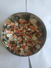 Tin full of assorted buttons White Haven, 18661