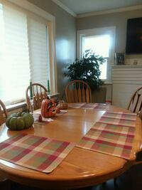 48 x 66 solid oak Table, six chairs, two leaves. Holiday time dining.  Gastonia