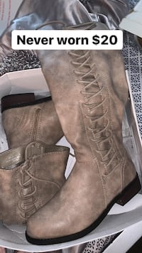 Boots never worn Randallstown, 21133