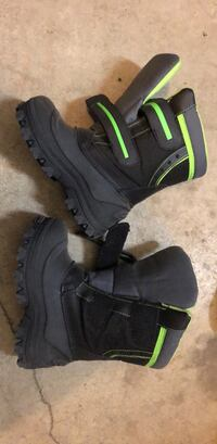Size 13 kids like new winter boots  Anchorage, 99504