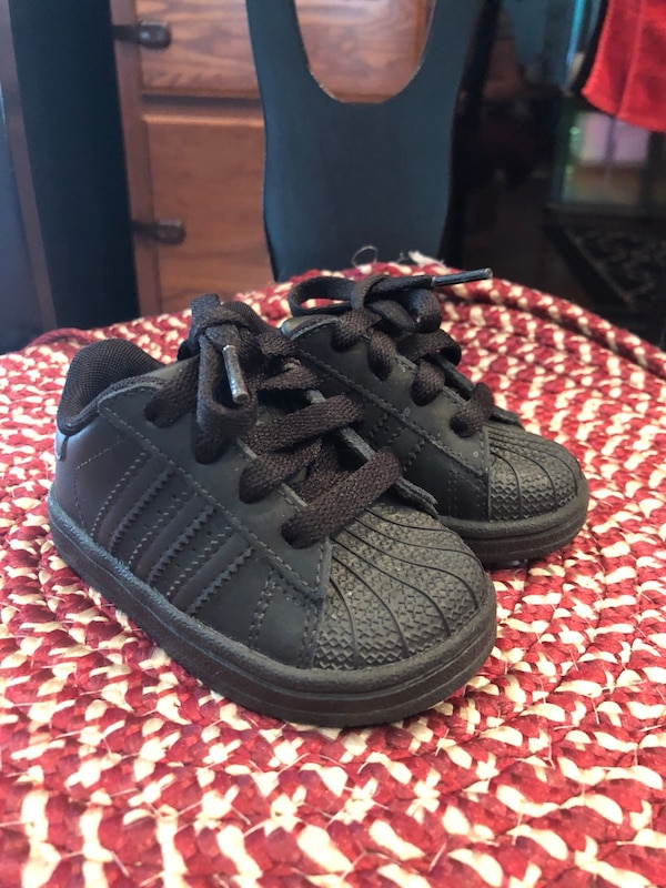 9469328c Toddler size 5 all black Adidas Shell Toe- excellent condition-like new!