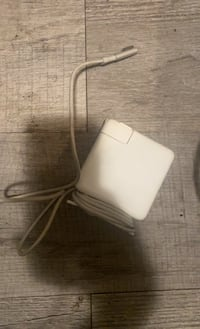 85 W magsafe power adapter for MacBook London, N6B 1V7
