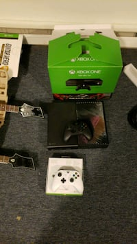 Xbox one with guitar hero and 2 guitars and 2 cont