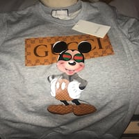 suéter Mickey Mouse gris y naranja 6116 km