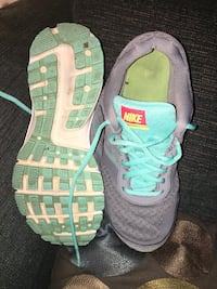 gray-and-teal Nike running shoes